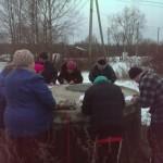 В Ленинградской области получают пенсию на канализационном люке