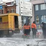 В Новосибирской области разъяренная толпа пришла к мэрии из-за погибших в яме детей