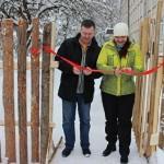 Под Псковом торжественно открыли дификтивный забор из горбыля, который строили семь лет