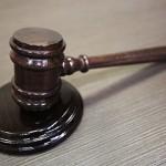 Суд трижды оштрафовал пенсионерку, избитую силовиками на двух митингах