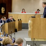 Зампред Госдумы посоветовал лечиться корой дуба вместо западных таблеток