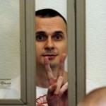 Голодающему Олегу Сенцову начали оказывать поддерживающую терапию