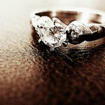 Нетрезвая жена олигарха уснула в подъезде и лишилась кольца за 47 млн рублей