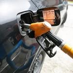 Цены на бензин за год в РФ могут вырасти до 100 рублей за литр