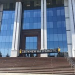 В Екатеринбурге на крыльце парламента появилась надпись: «Сдохнем на работе»