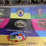Прапор «Єдності армії і народу» развернули в Харькове волонтеры и участники АТО (фото дня)