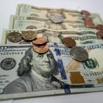 В Госдуме РФ предложили запретить доллар пока в регионах