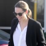 Анджелина Джоли перешла на траурный офисный стиль