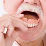 Пенсионер проглотил вставную челюсть и прожил с ней в горле больше недели