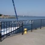 В Керчи оккупанты закрыли единственный причал для яхт и загородили море забором