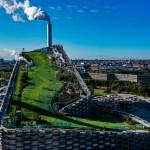 В Копенгагене достроили мусороперерабатывающий завод, на крыше которого находится горнолыжный склон