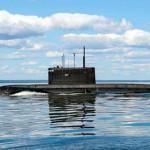 Подводную лодку с тремя тоннами кокаина готовят к изъятию груза