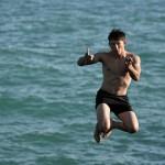 Оценена вероятность заражения коронавирусом во время купания и на пляже