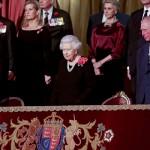 Раскрыт секрет брошей Елизаветы II и Кейт Миддлтон на церемонии в День памяти