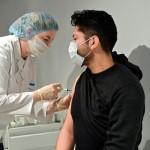 Иммунолог развеял 11 мифов о вакцинации против коронавируса